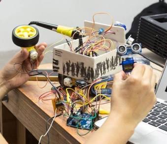 """Proceso de producción """"Comunidad Robotino imigrante/refugiado"""" para FASE 9 en Centro Cultural Recoleta. Participación libre y gratuita."""